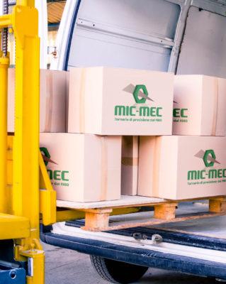 Foto della consegna di minuterie e componenti meccaniche nella provincia di Treviso
