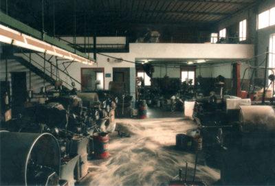 Foto storica della tornitura dei metalli presso Mic Mec a Treviso anno 1988