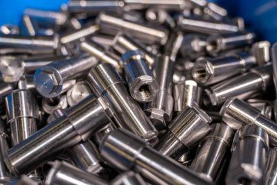 foto minuteria in acciaio AVZ mediante tornitura, fresatura e assemblaggio