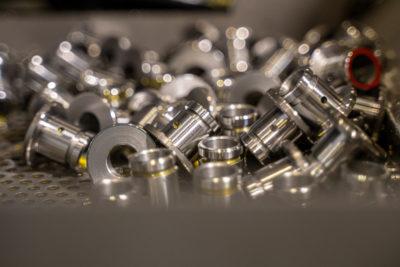Foto minuteria in acciaio AVP realizzati attraverso tornitura