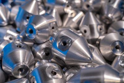 foto componenti in alluminio realizzati attraverso tornitura e fresatura