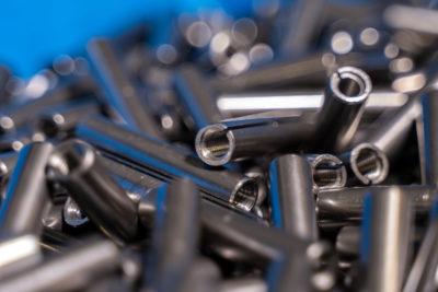foto minuteria in acciaio AVP realizzati attraverso tornitura e fresatura